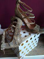 Sandałki szpilki Stradivarius skórka węża zamek r. 40.