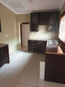 Four room house with bath tub and shower in Naledi