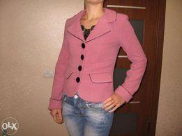Продам короткое весеннее пальто ( пиджак ) 42-44 размера