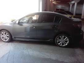Mazda 3 2.0 individual. Sunroof. Leather seat. 230000km. 2010 model...