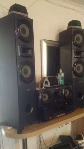 BEAUTIFUL AMAZING VERY POWERFUL SOUND SYSTEM FOR SALE