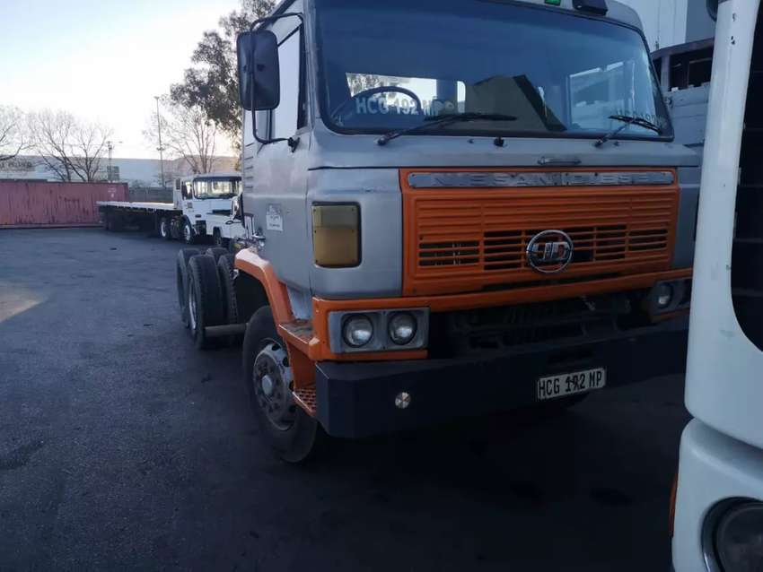 Nissan Diesel CW45 ADE447T and Eaton 9 speed fuller 0