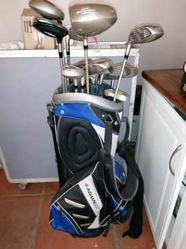 Golf Set professional with a sack full of golf balls