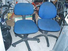 Dwa Krzesła do biurka/mikrofalowka/