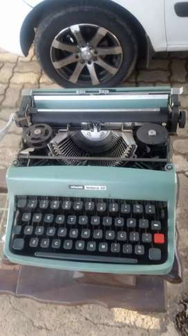 Vintage Olivetti Typewriter needs ribbon