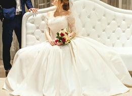 Очаровательное свадебное платье /Шубка в подарок