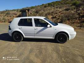 2003 vw golf 4, heated seats, powersteering with new sound system.