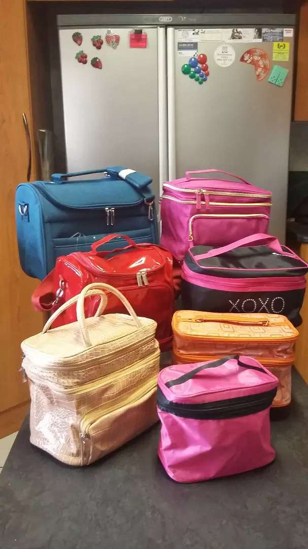 Vanity/make-up bags (many different bags)