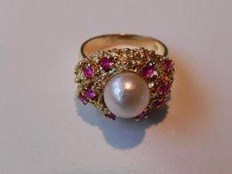 Złoty pierścionek perła rubiny