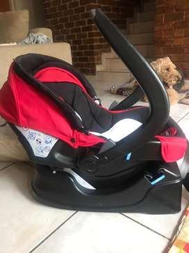 Chicco auto fix car seat with base and safery mirror. From 0-12 months