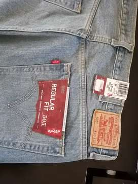 Brand new pair of men's Levi jeans