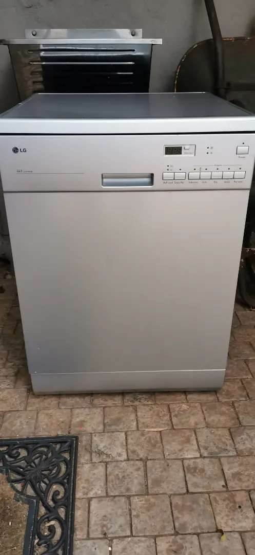 LG 3 in 1 Dishwasher - motor repair required 0