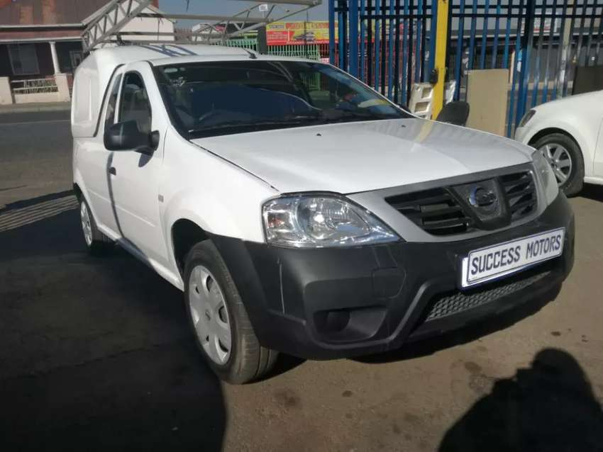 2014 Nissan Np200 1.6 With A Canopy 0