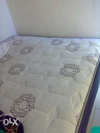 Image of Queen bed for R1000 rand only