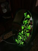 зеркало с подсветкой (рисунок светится зеленым цветом)