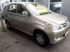 7  Seater    Toyota  Avanza  SX  ,  5 speed