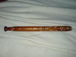 Stary drewniany flet rzeźbiony Antyk rękodzieło przedwojenny Art Deco