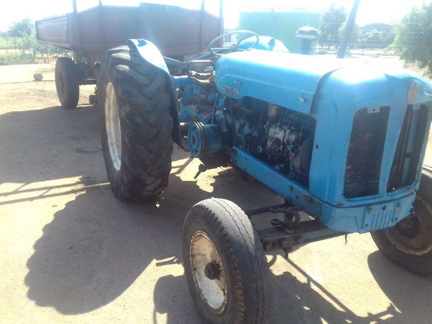 Fordson Power Major tractor and Heavy duty trailer 0
