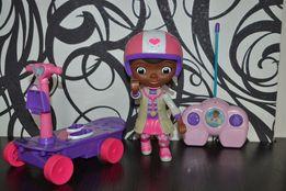Кукла доктор Плюшева со скутером на радиоуправлении