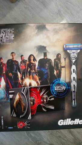 Gillette Justice League Gift Set including a VR headset - Brand New!