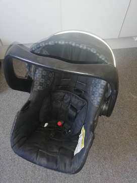 Chelino baby carrier/car seat