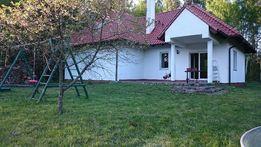 Biały Domek nad jeziorem w Łapinie - wynajem domku na wczasy.