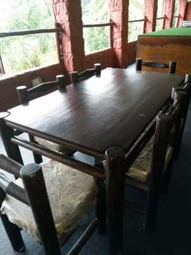 Solid wood table and 4 chairs big 5 patern