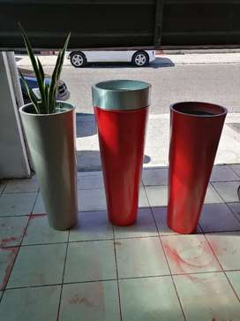 Red pots and white