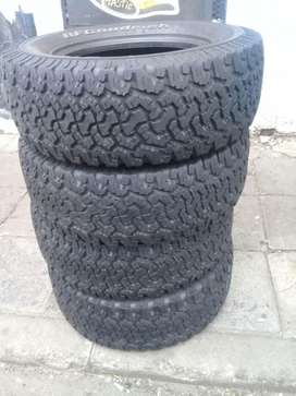 Set of BFGoodrich 4X 265/65/17 tyres for sell