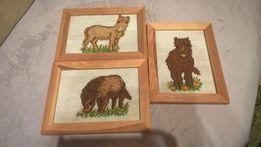 Obrazki z konikami, z końmi. Haftowane konie w drewnianych ramkach