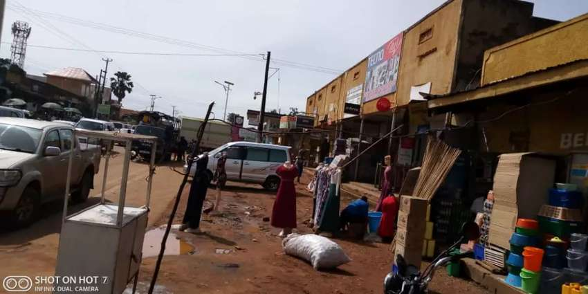Commercial property on 85decimals in Nansana trading center at 1.5Bn 0
