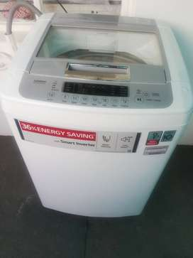 LG 13KG Top loader washing machine for sale R3200 neg
