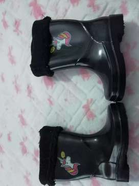 Toddler boots preloved