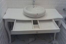 Piękna biała toaletka do łazienki