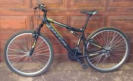 TOTEM 2 * XC330 undefined 1 * XC100 MOUNTAIN BICYCLES