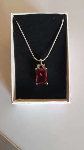 Misso classic Red crystal sapphire gem pendant + chain