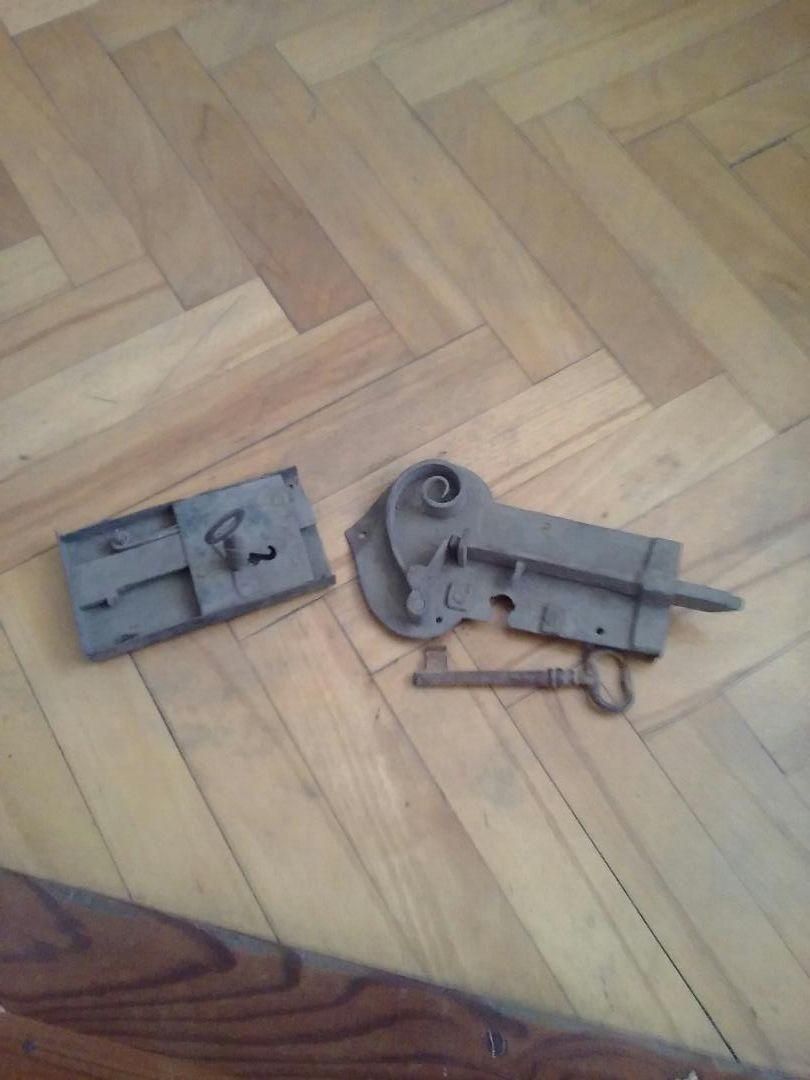 Stari ključi in ključavnica 0