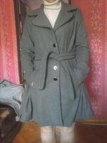 Предлагается женское пальто весна - осень серого цвета