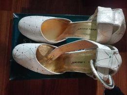 Женские босоножки на каблуке бежевые