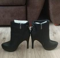 Женские ботинки р. 40