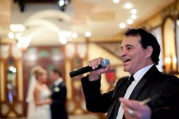 Музыкант поющий ведущий на свадьбу на корпоратив и семейные праздники
