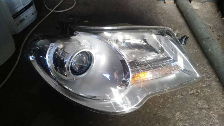 VW TOURAN RIGHT HEAD LIGHT 0