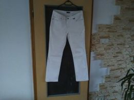Białe jeansy większy rozmiar