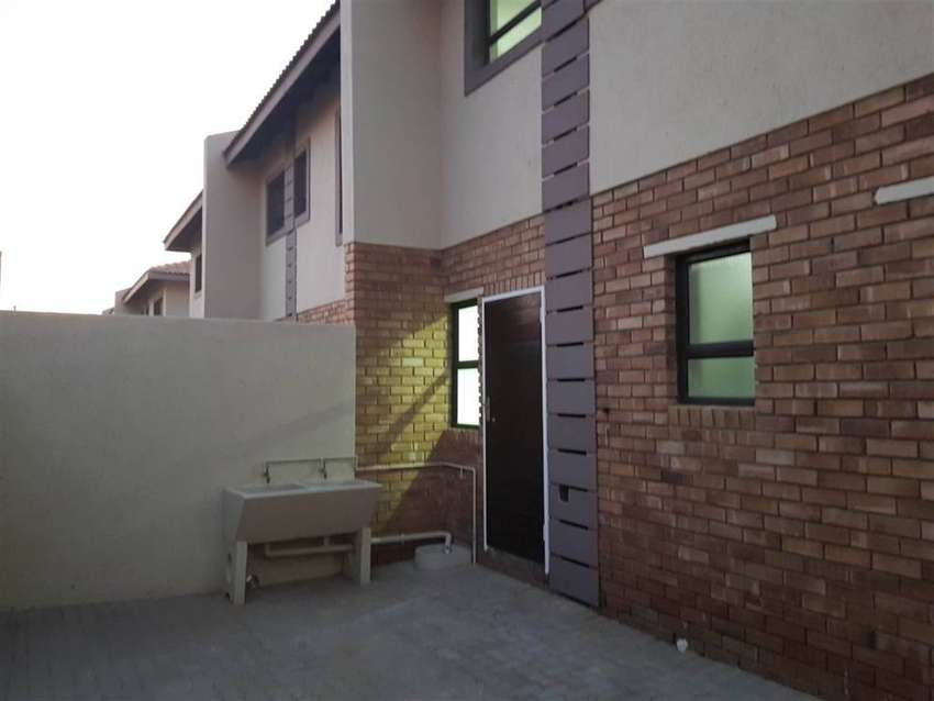 3 bed 3 bath townhouse to rent 0