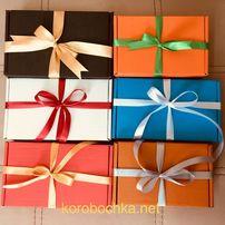 Подарочные коробки с лентами и наполнителем