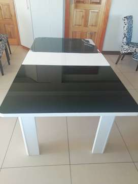 Black and white dining table (URGENT)