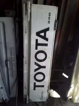 Toyota hips tailgate
