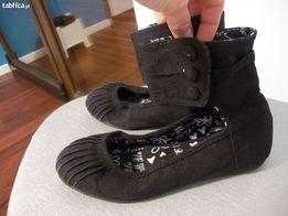 Czarne buty za kostkę, bardzo modne, tanio