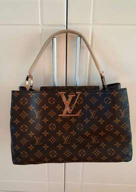 Medium to large Louis Vuitton bag