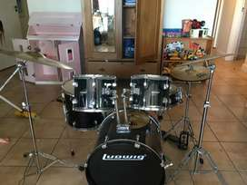 Selling my ludwig acoustic drums (GOOD PRICE)